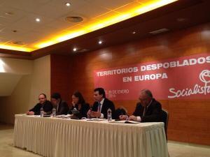 Félix Lavilla en su ponencia sobre despoblación en Teruel.